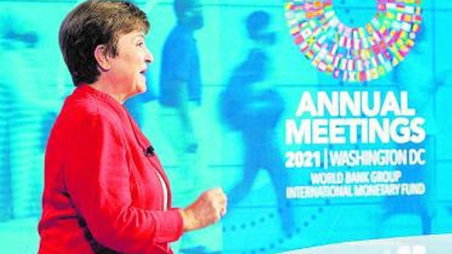 """El FMI rebajará la previsión de crecimiento porque la economía """"aún cojea"""" por la pandemia"""