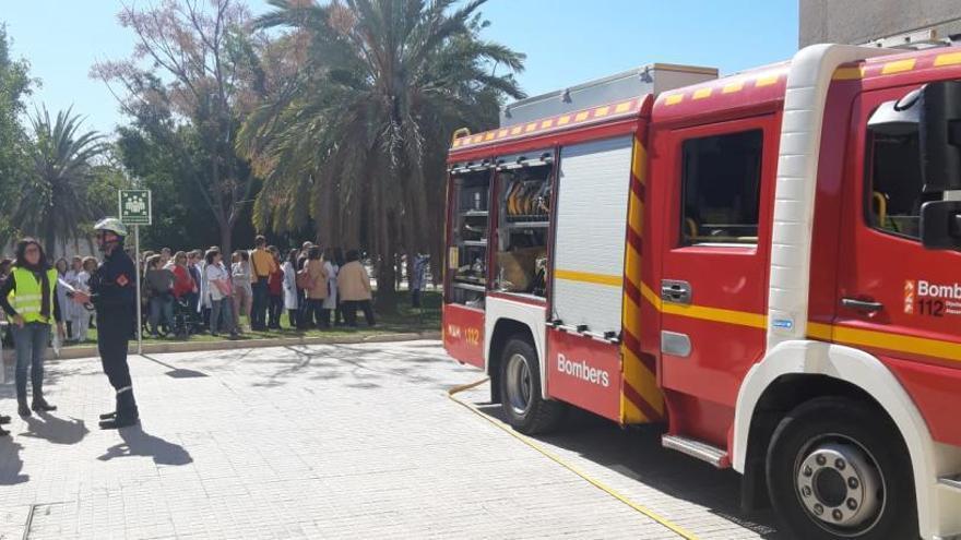 60 profesionales abandonan el Hospital de Sant Joan en un simulacro de incendio