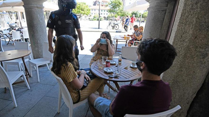 Primeras multas en el centro de Pontevedra por incumplir el toque de queda