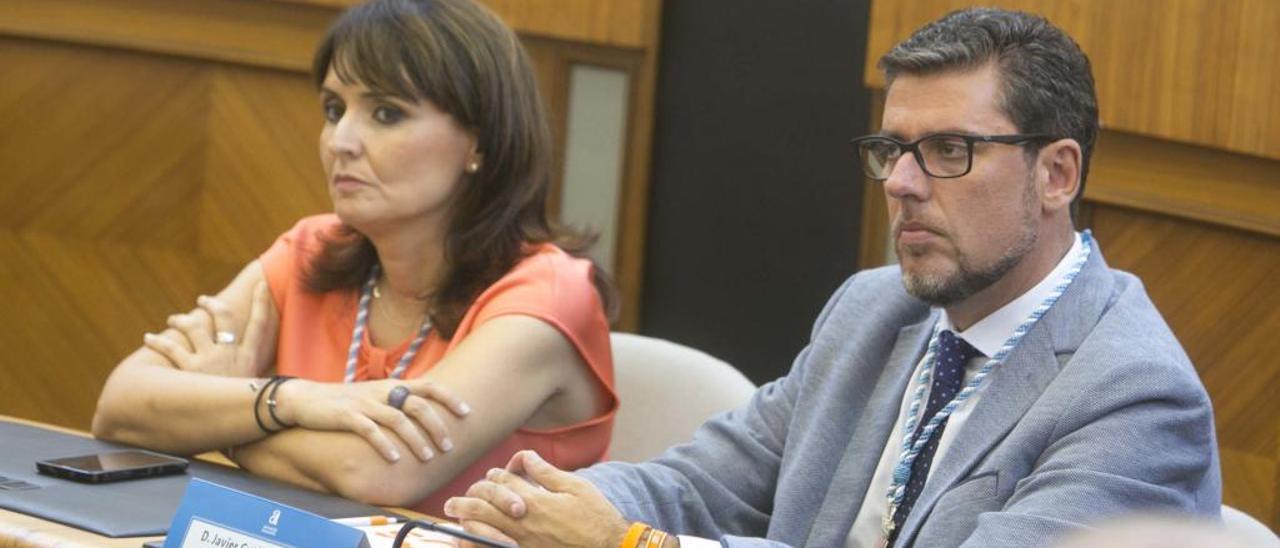 Los diputados Javier Gutiérrez y Julia Parra, en la investidura de Carlos Mazón como presidente.