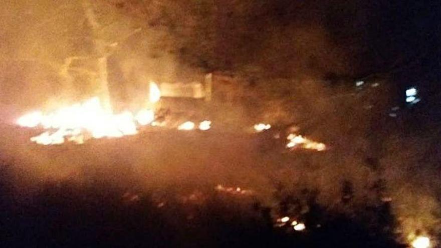 Los bomberos sofocan dos pequeños incendios forestales en Ibiza