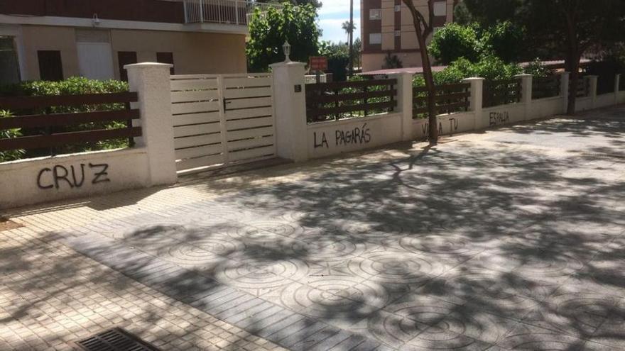 Pintadas anti-Cruz en Benicàssim