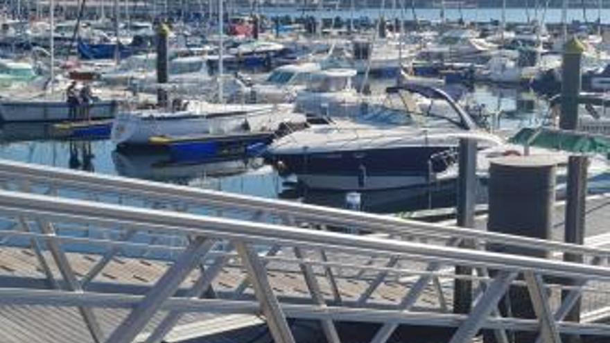 Muere un hombre de 38 años al ser aplastado por una embarcación en el puerto deportivo de Moaña