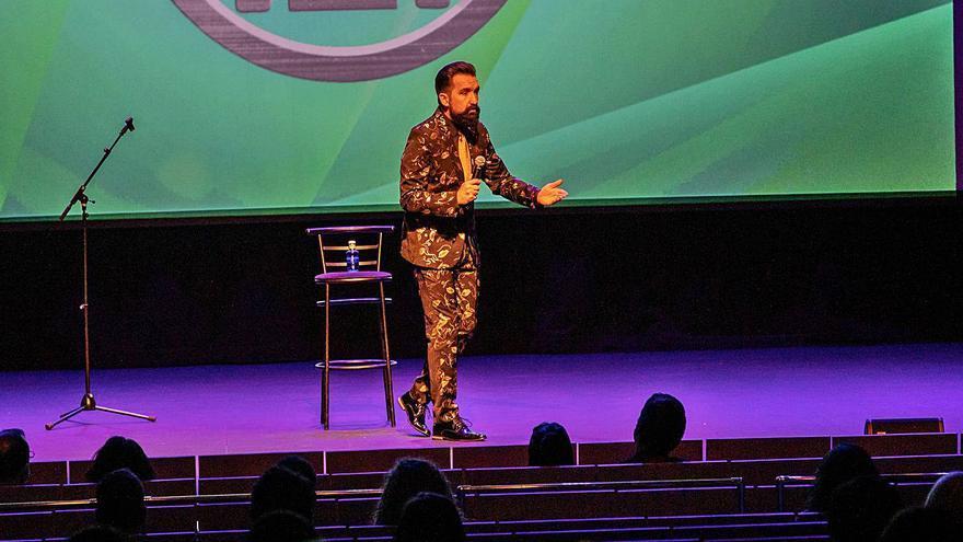 Miguel Lago presenta en el Teatro Ramos Carrión de Zamora su inédito show navideño