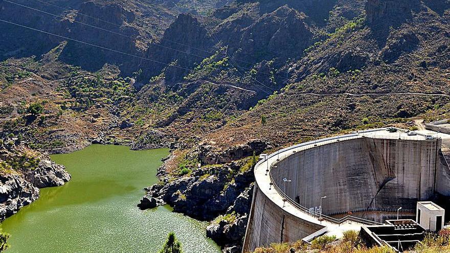 El Cabildo garantiza a los agricultores el agua de riego con la central Chira-Soria