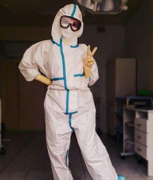 La enfermera que atendió a pacientes de covid-19 en ropa interior ahora es modelo