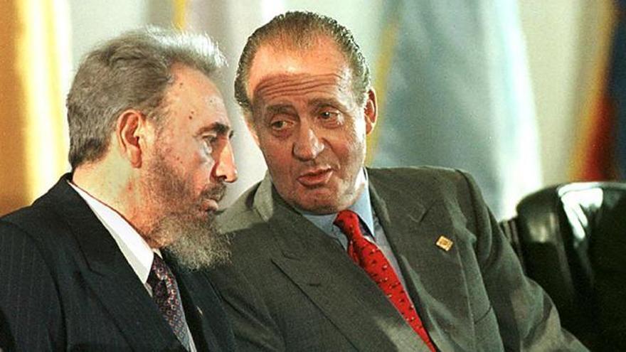 El rey Juan Carlos se despide de Fidel en un viaje de símbolos