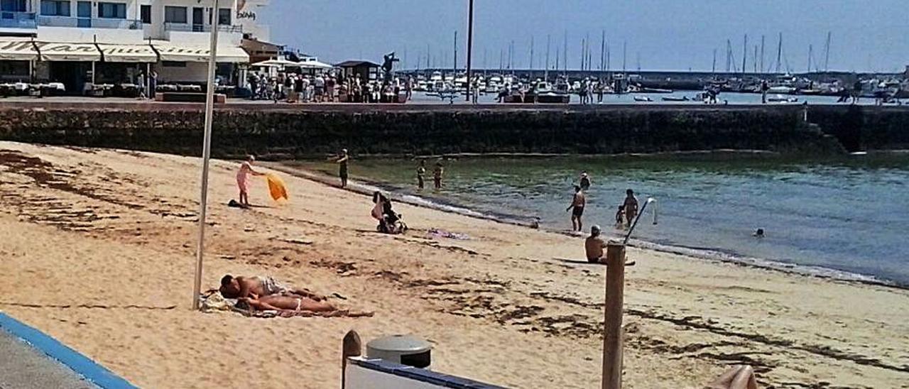 Imagen de archivo de la playa del Muelle Chico, en Corralejo.