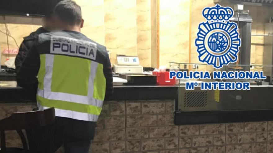 Detenidos por hacer trabajar a sus empleados de lunes a domingo por 100 euros al mes