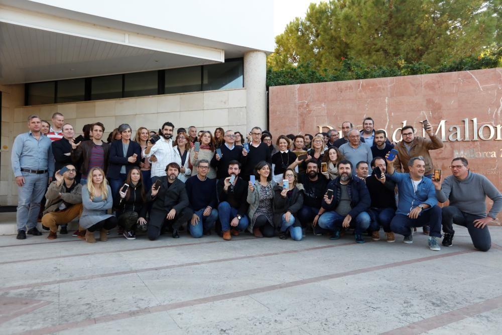 Concentración en la sede del Diario de Mallorca en favor de la libertad  de información