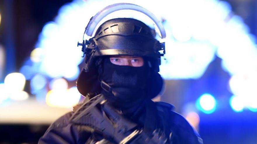 Alerta en Lyon por una mujer que amenaza con explotar un paquete