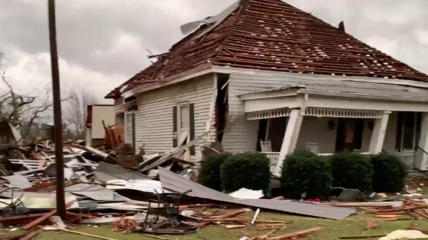 Al menos 22 muertos por los tornados en Alabama