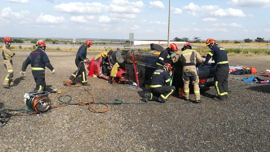 Los bomberos de Benavente refuerzan su formación en excarcelaciones
