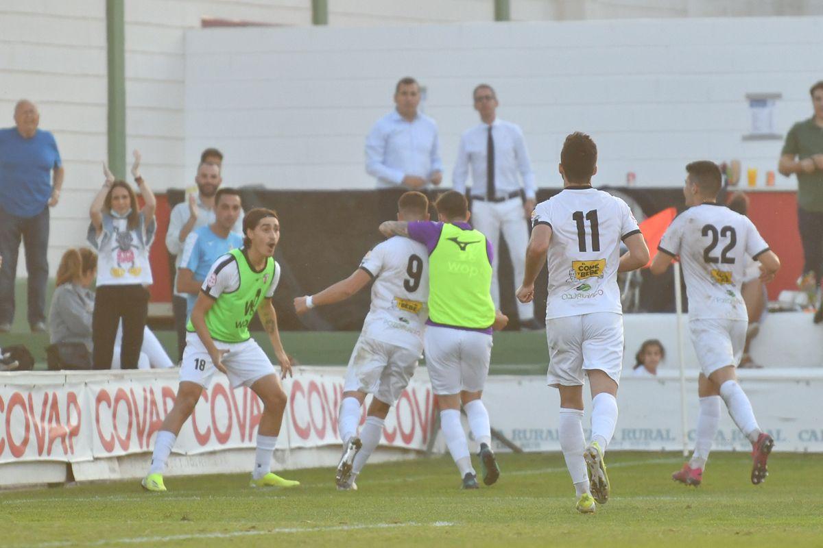 El Pozoblanco logra su primera victoria de la liga en el derbi ante el Salerm Puente Genil
