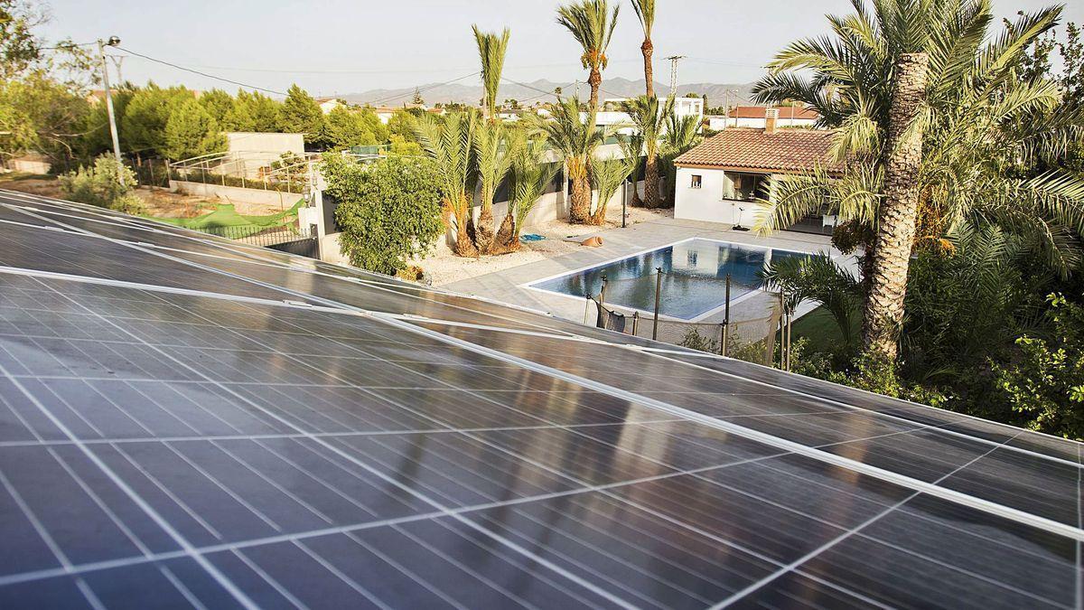 Placas fotovoltaicasen la vivienda de José Zambudio.