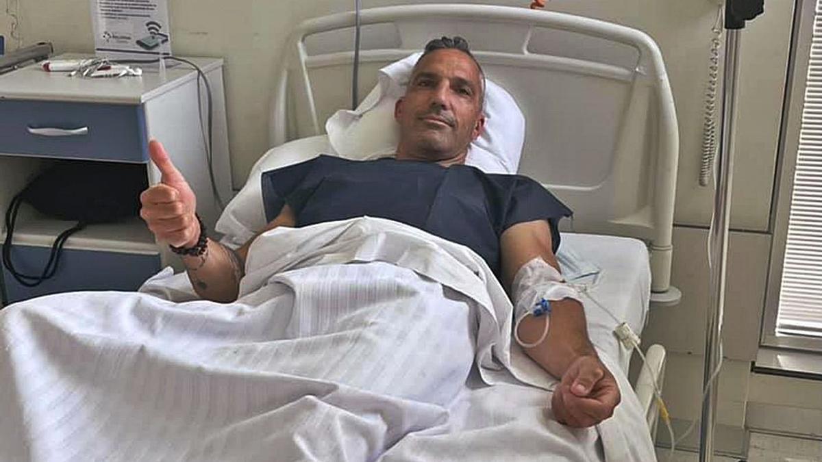 Emilio Merchán, desde la cama del hospital donde fue operado. | E. M.