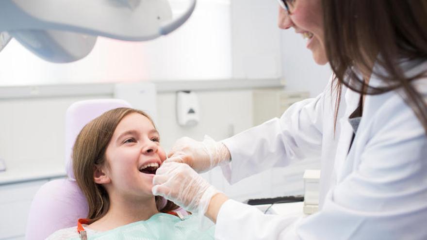 ¿Cuándo hay que llevar a los niños al dentista por primera vez?