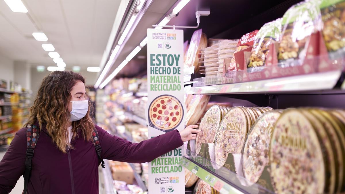 Mercadona está cambiando sus envases para reducir los deshechos.