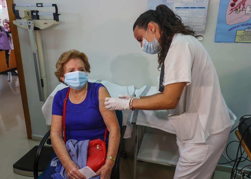 Así ha sido la campaña de la vacunación en Alicante contra el covid y la gripe