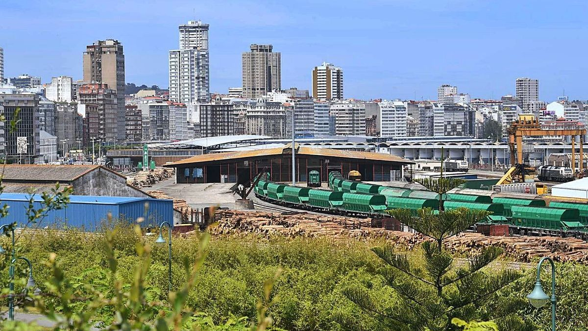 Estación de mercancías de San Diego, entre el parque y el muelle del mismo nombre. |   // CARLOS PARDELLAS