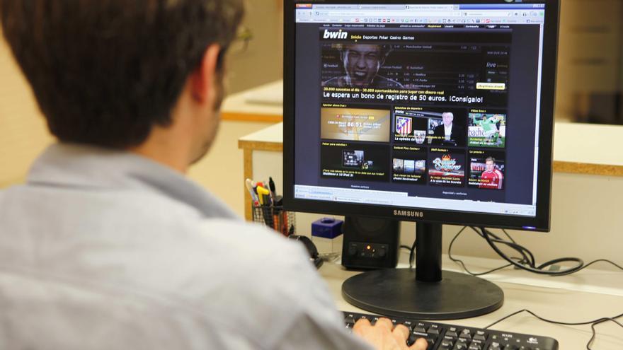 Aumentan los jóvenes adictos al  cannabis y a las apuestas 'online'