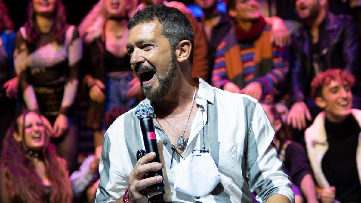Antonio Banderas canta Rent con ESAEM
