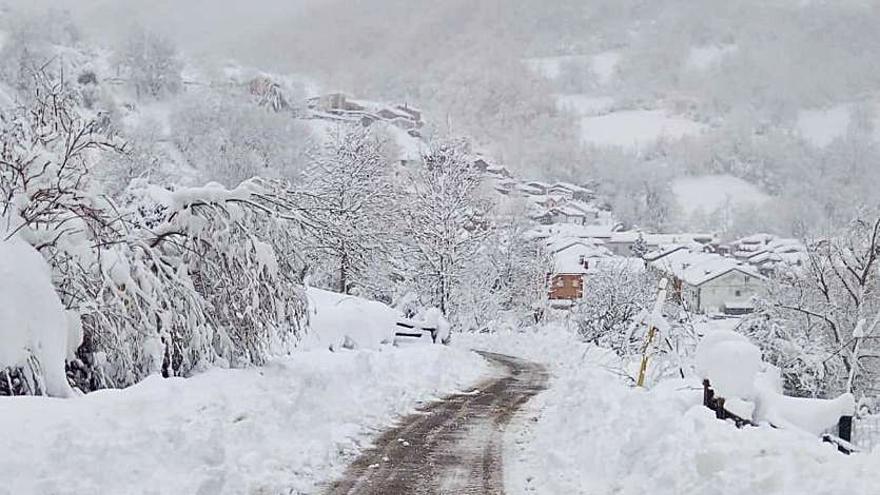 """Los """"mayorinos de Tarna"""": llaman al 112 al verse atrapados de noche por la nieve"""