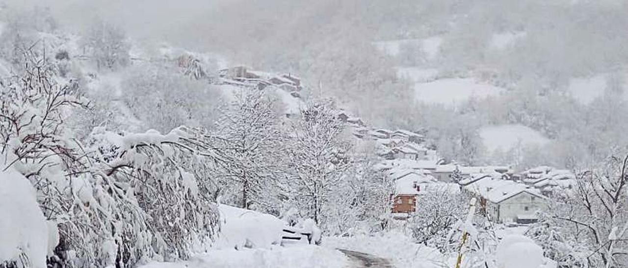 La carretera del puerto a la altura del desvío al pueblo de Tarna, ayer.