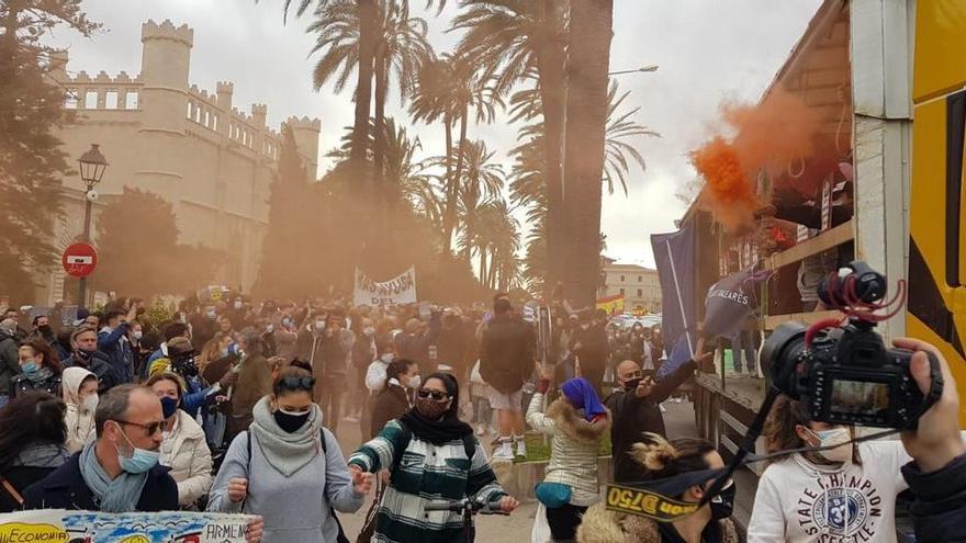 Rund 800 Demonstranten missachten polizeiliche Auflagen in Palma