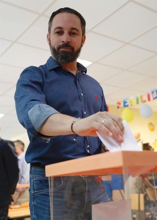 Santiago Abascal vota el 26M.