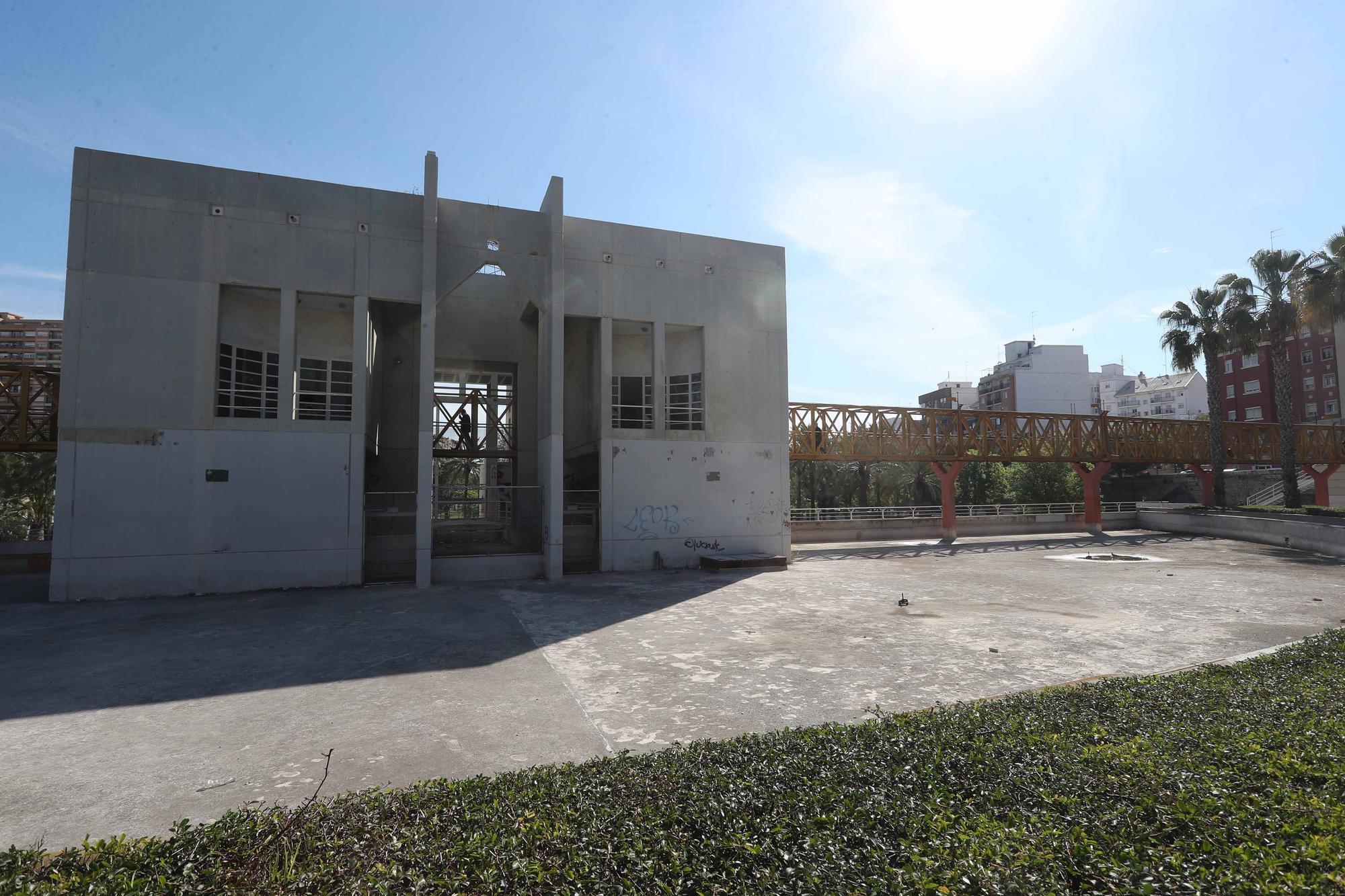 La Casa del Agua del jardín del Turia, en estado de abandono