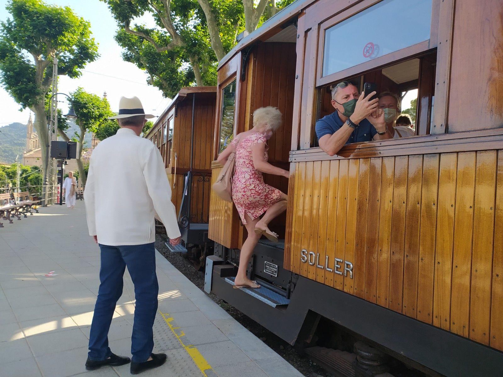 El tren de Sóller vuelve a rodar