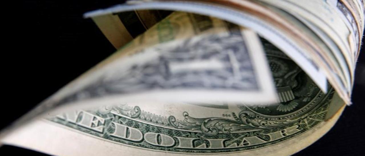 Dieciocho centavos menos por dolar: la brecha salarial por género en EE.UU.