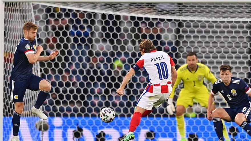 Modric rescata a Croacia en Glasgow