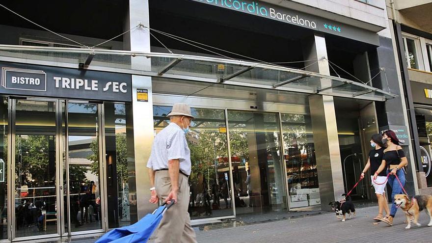 La policía busca al padre de un niño de 3 años hallado muerto en un hotel de Barcelona