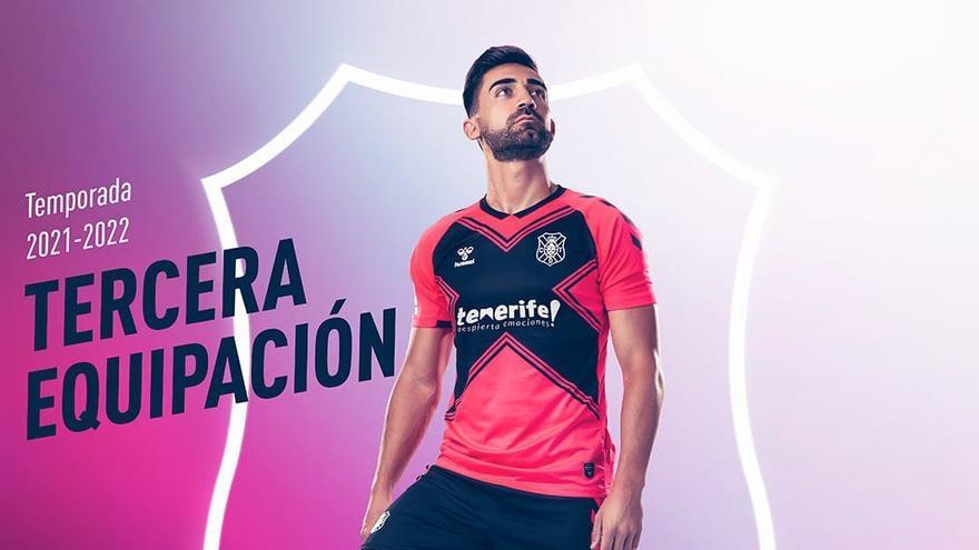 El CD Tenerife muestra su equipación 'rosa'