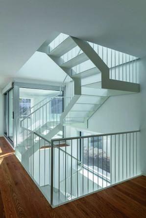 La escalera interior, totalmente reformada.   IBAI RIGBY