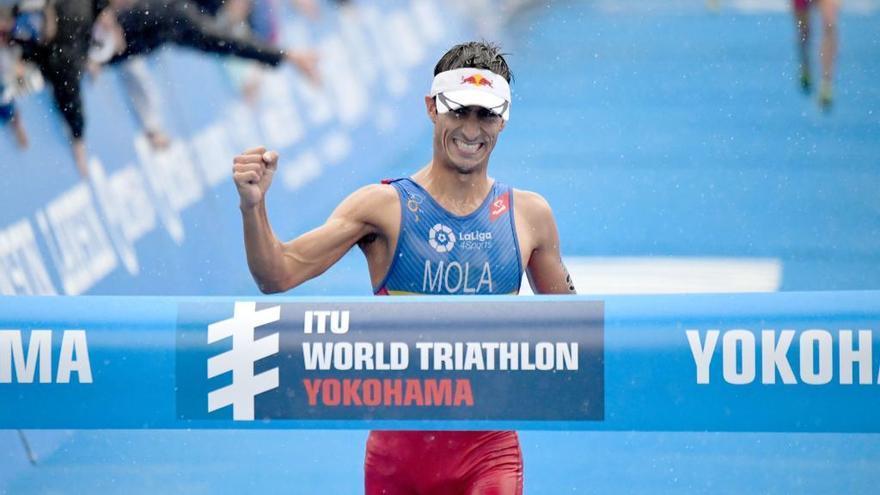Mario Mola se pone líder de las Series Mundiales de triatlón