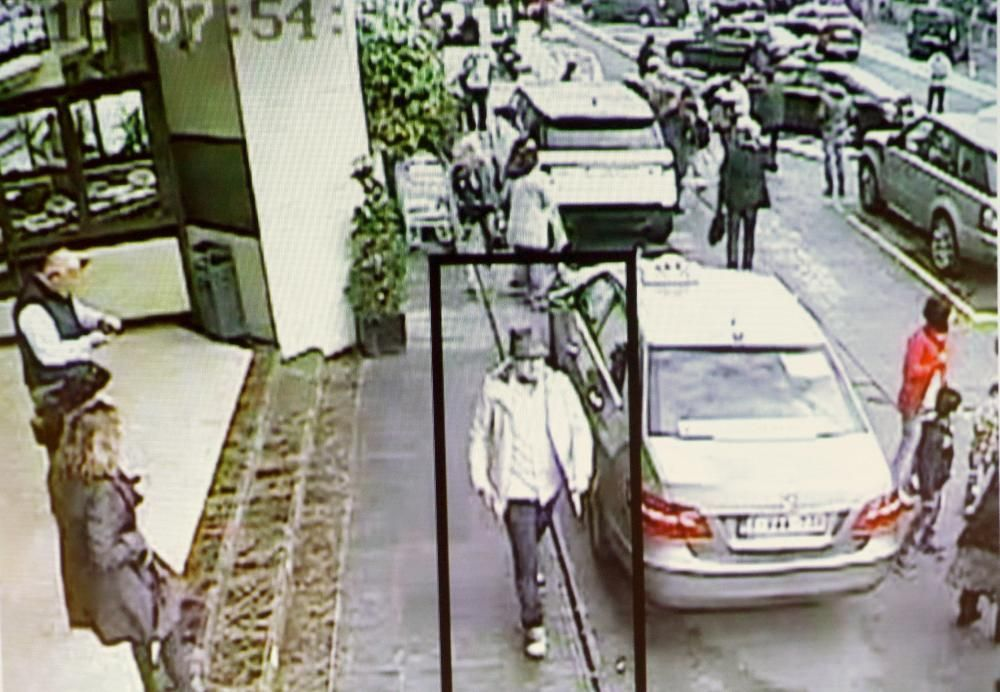 La policía belga ha distribuido nuevas imágenes del sospechoso de los ataques terroristas a Bruselas el 22 de marzo, Mohamed Abrini.