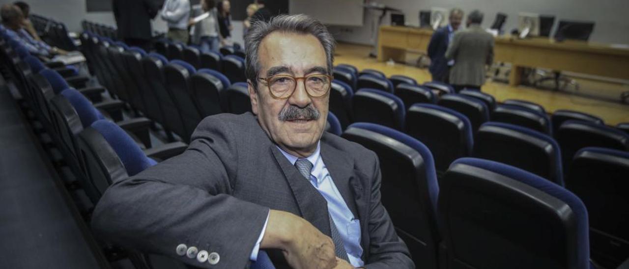Emilio Ontiveros, poco antes de participar esta semana en las Jornadas de Economía de la UA.