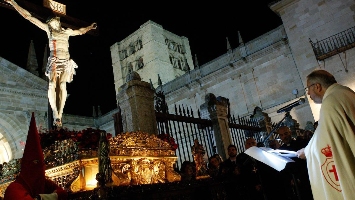 El Cristo de las Injurias, en la Catedral durante un juramento del Silencio