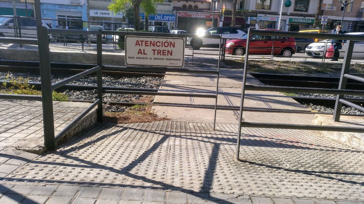 Paso a peatonal entrevías en Paterna