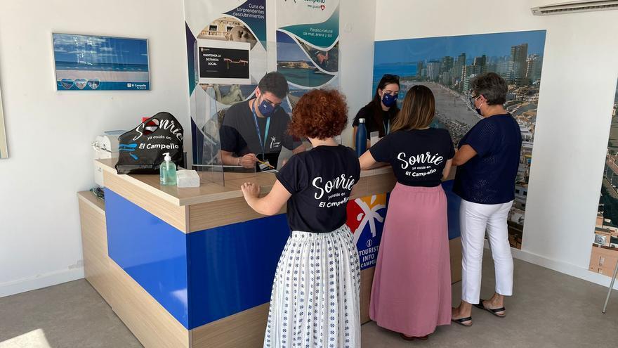 La Oficina de Turismo de Muchavista inaugura temporada con tres informadores que prestarán servicio durante tres meses
