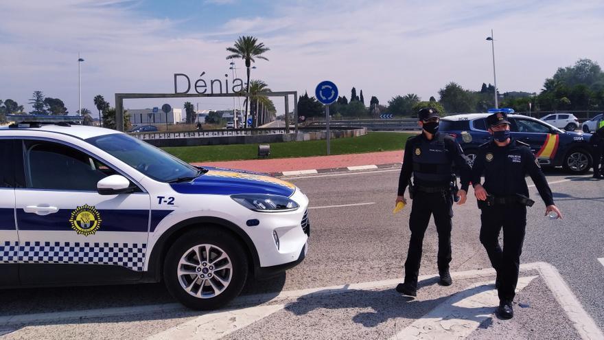 La policía de Dénia disuelve seis fiestas en chalés y pisos