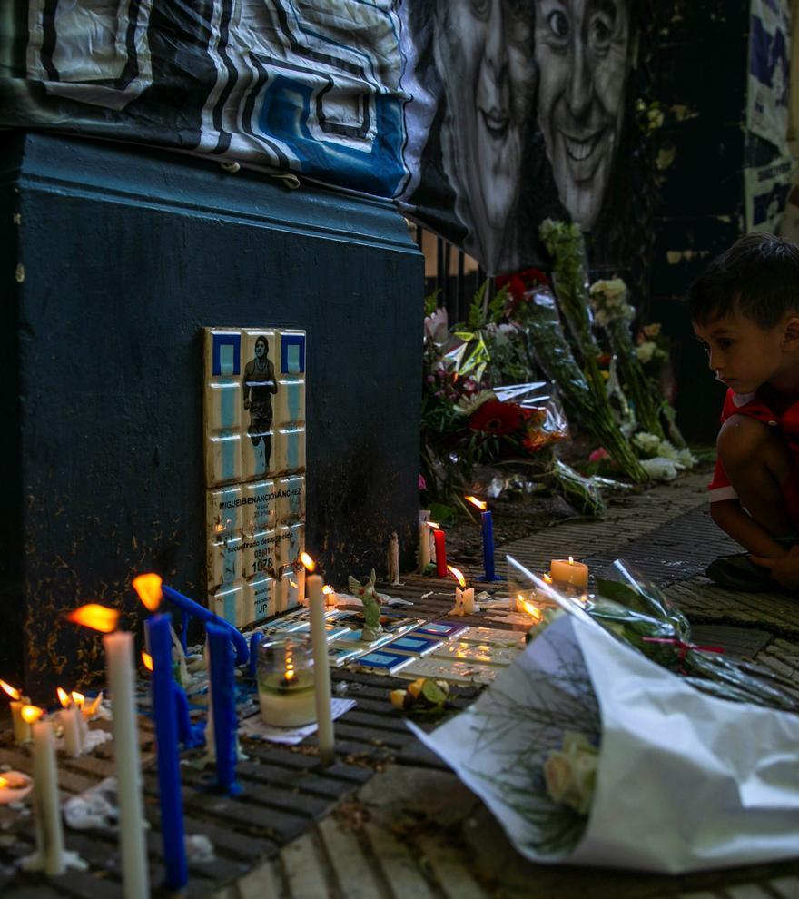 """La opinión del día sobre la muerte de Maradona: La bisagra de """"D10S"""""""