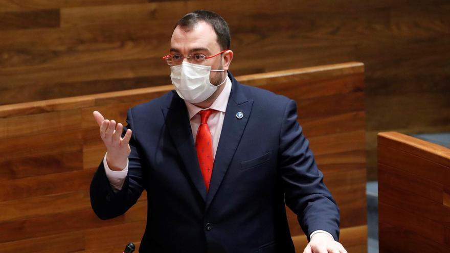 """La oposición endurece la crítica y espolea a Barbón: """"No puede posponer las reformas"""""""