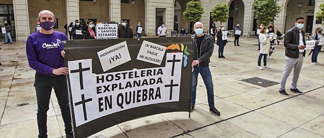 Una protesta reciente de los hosteleros, en el Ayuntamiento.