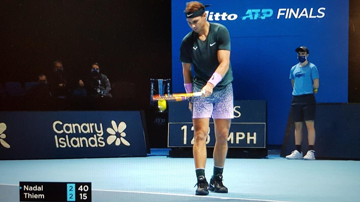 Rafael Nadal, con una valla publicitaria de las Islas Canarias en su parte posterior, en el torneo de Maestros