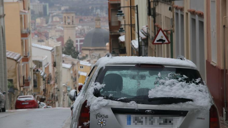 El temporal en Alicante deja una gran nevada en la montaña y baja 10º las temperaturas