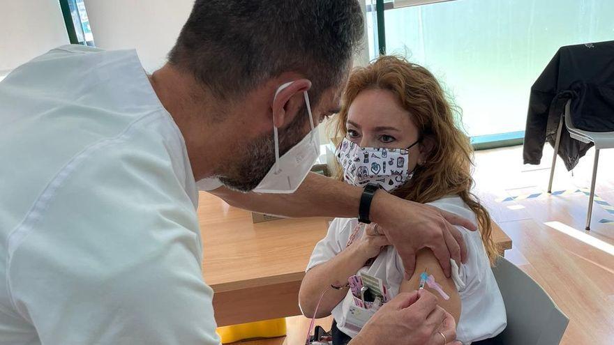 Residentes en Gran Canaria y Tenerife con más de 45 años sin vacunarse ya pueden pedir cita